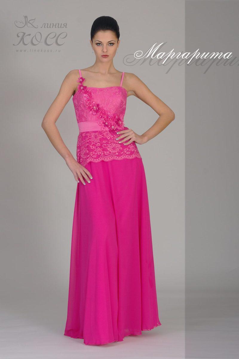 Прямое вечернее платье с бретелями-спагетти и кружевным верхом.