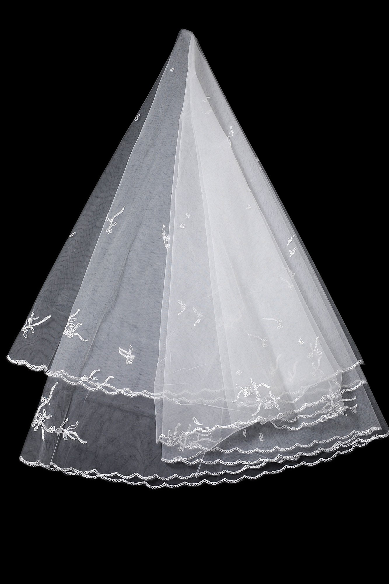 Белая фата средней длины, которую можно использовать в несколько слоев.
