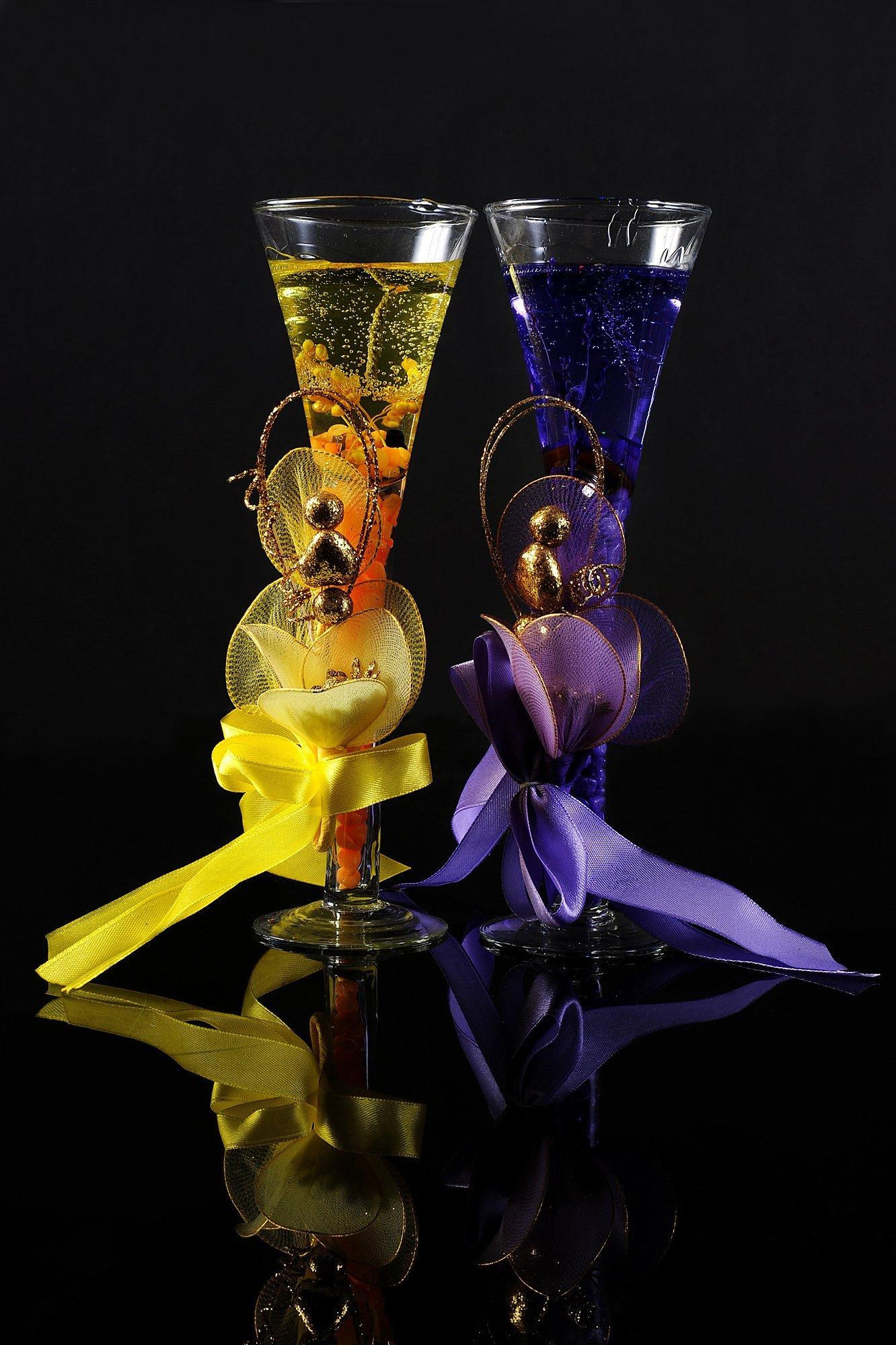 Элегантная свадебная свеча из геля в прозрачном бокале с бантом.