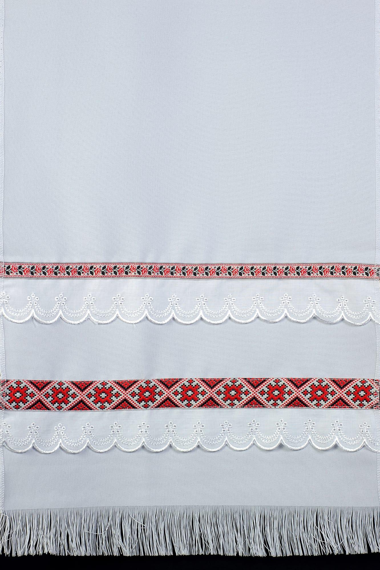 Лаконичный свадебный рушник с изящным цветным узором в этническом стиле.