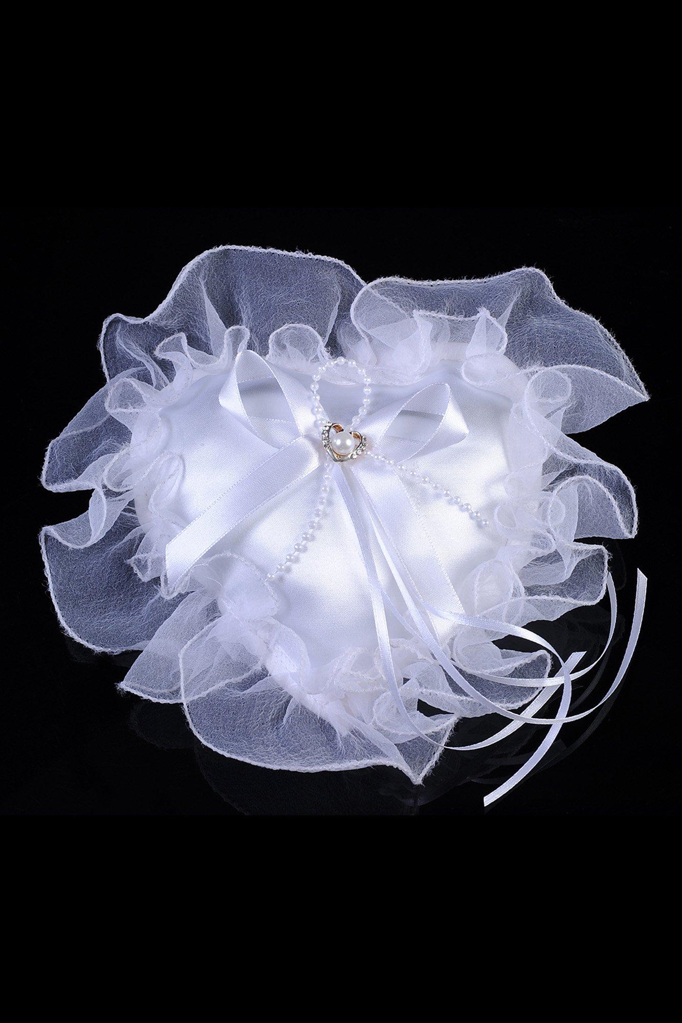 Торжественная подушечка для колец в форме сердечка с объемными оборками по краям.