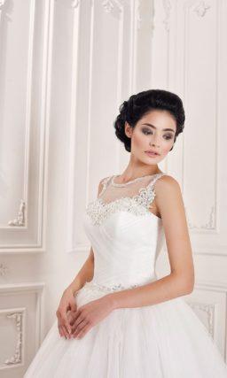 Роскошное свадебное платье с открытой спинкой и закрытым тонкой вставкой корсетом.