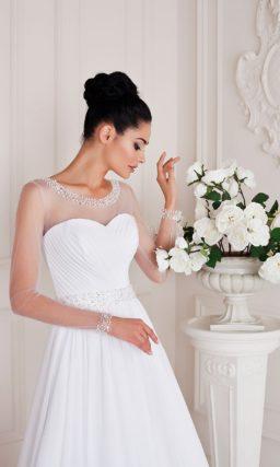 Стильное свадебное платье с прозрачной отделкой верха и многослойной юбкой «трапеция».