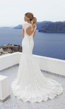Свадебное платье с романтичным кружевным декором по всей длине и соблазнительной юбкой «рыбка».