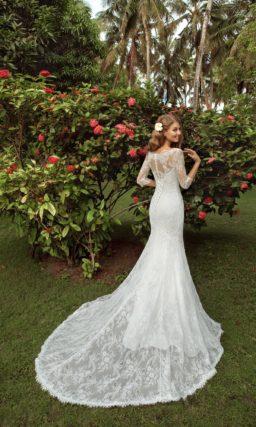 Закрытое свадебное платье с длинными рукавами и роскошным шлейфом юбки «русалка».