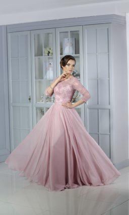 Великолепное вечернее платье А-силуэта с закрытым кружевным верхом и лаконичной юбкой.