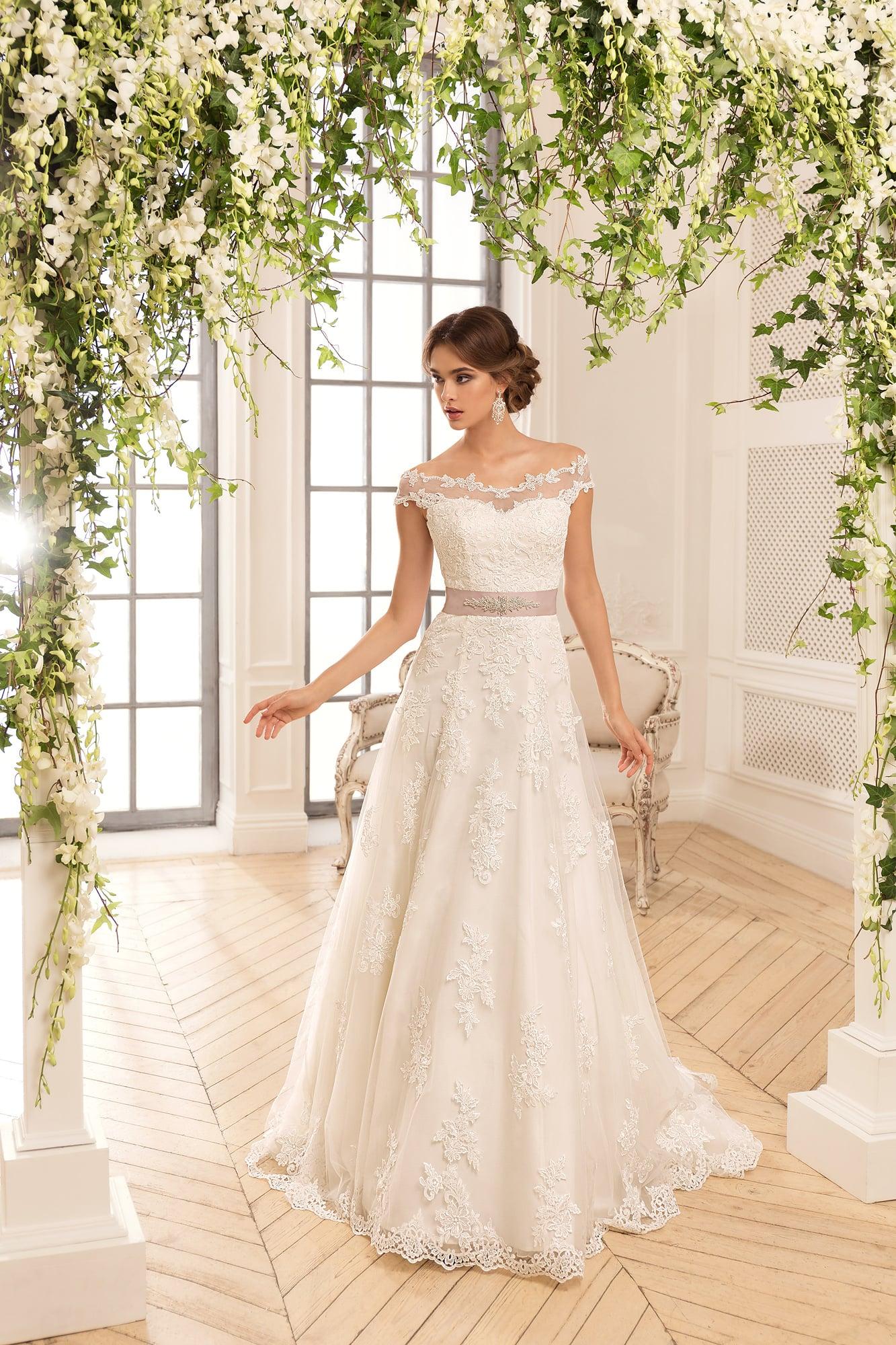 Свадебные платье трапеция фото