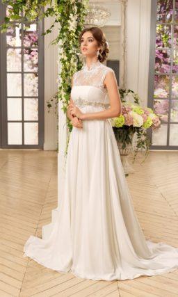 Ампирное свадебное платье с воротником-стойкой и завышенной линией талии.