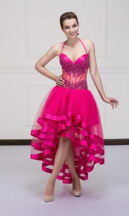 Стильное вечернее платье с укороченным подолом и полупрозрачным корсетом.
