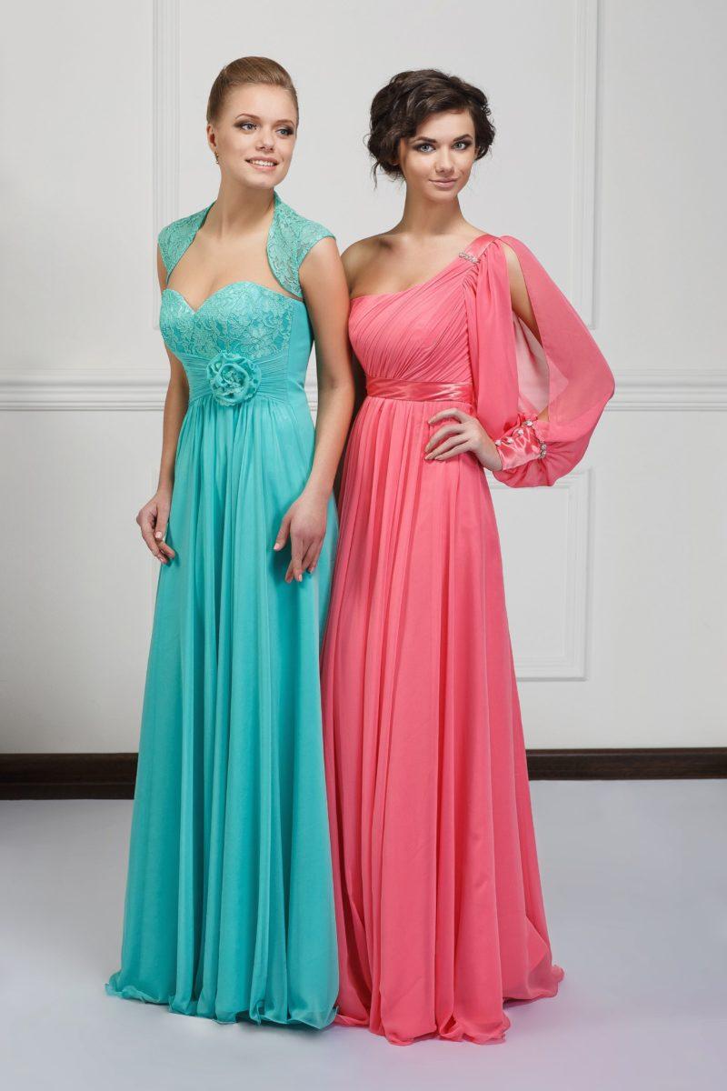 Розовое вечернее платье А-силуэта с оригинальным рукавом с разрезом.