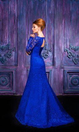 Кружевное вечернее платье «рыбка» насыщенного синего цвета.