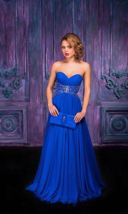 Открытое вечернее платье с лифом в форме сердца и вышивкой по талии.