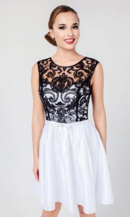 Короткое вечернее платье с белоснежной атласной юбкой и черным кружевным верхом.