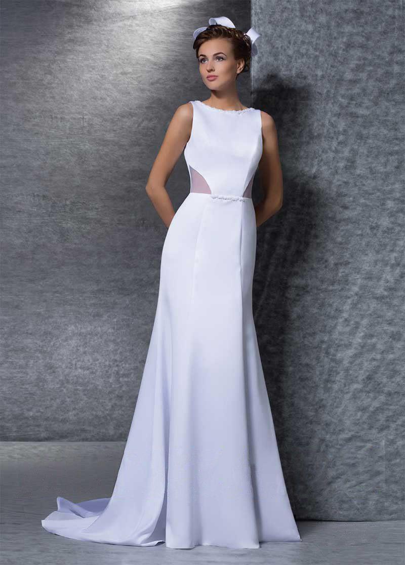 Стильное свадебное платье «рыбка» с необычной отделкой выреза на спинке.
