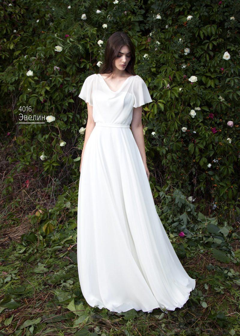 Ампирное свадебное платье с широкими шифоновыми рукавами.
