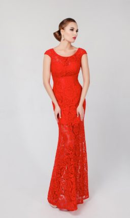 Женственное вечернее платье с круглым вырезом и кружевной отделкой, а также вырезом сзади.