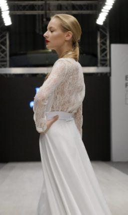 Оригинальное свадебное платье-рубашка с длинным рукавом и острым воротником.