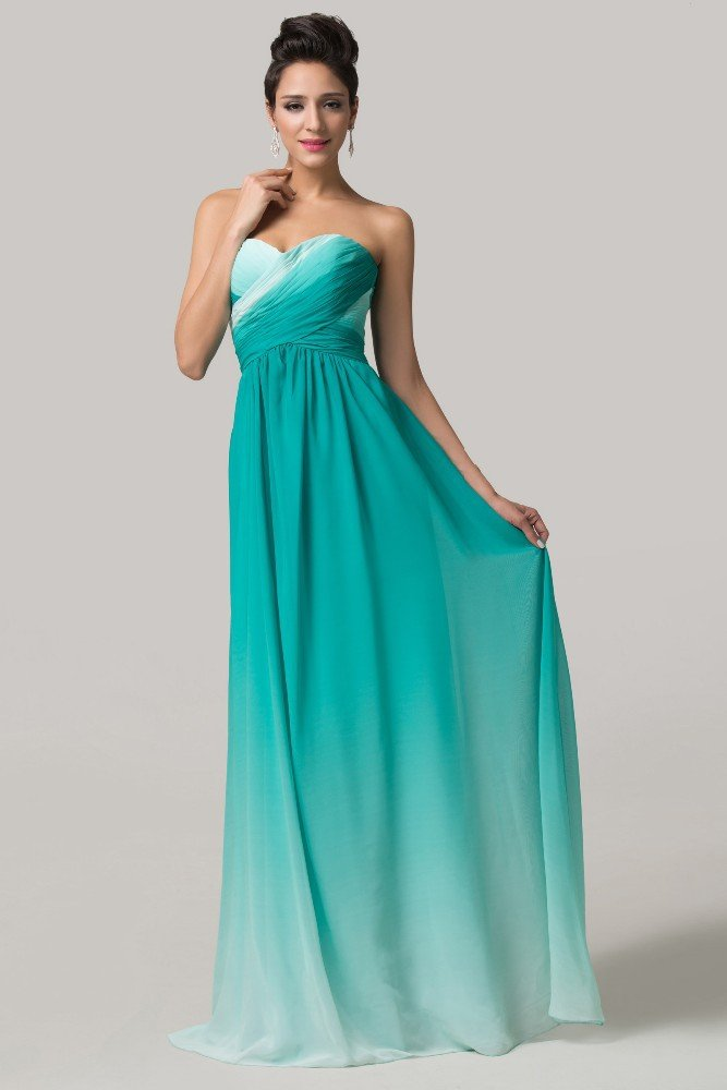 Лаконичное вечернее платье прямого кроя в изумрудно-белых тонах.