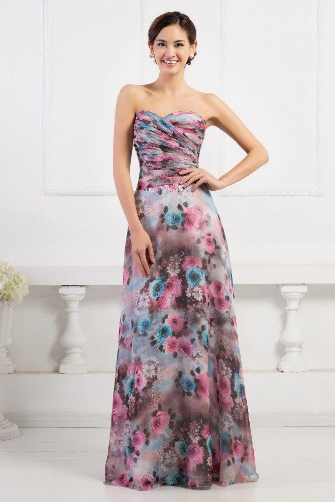 Открытое вечернее платье прямого кроя из ткани с цветочным принтом.