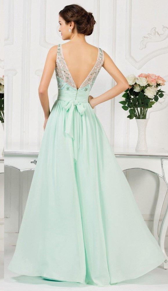 Пышное вечернее платье мятного цвета с бисерным декором тонкой ткани лифа.