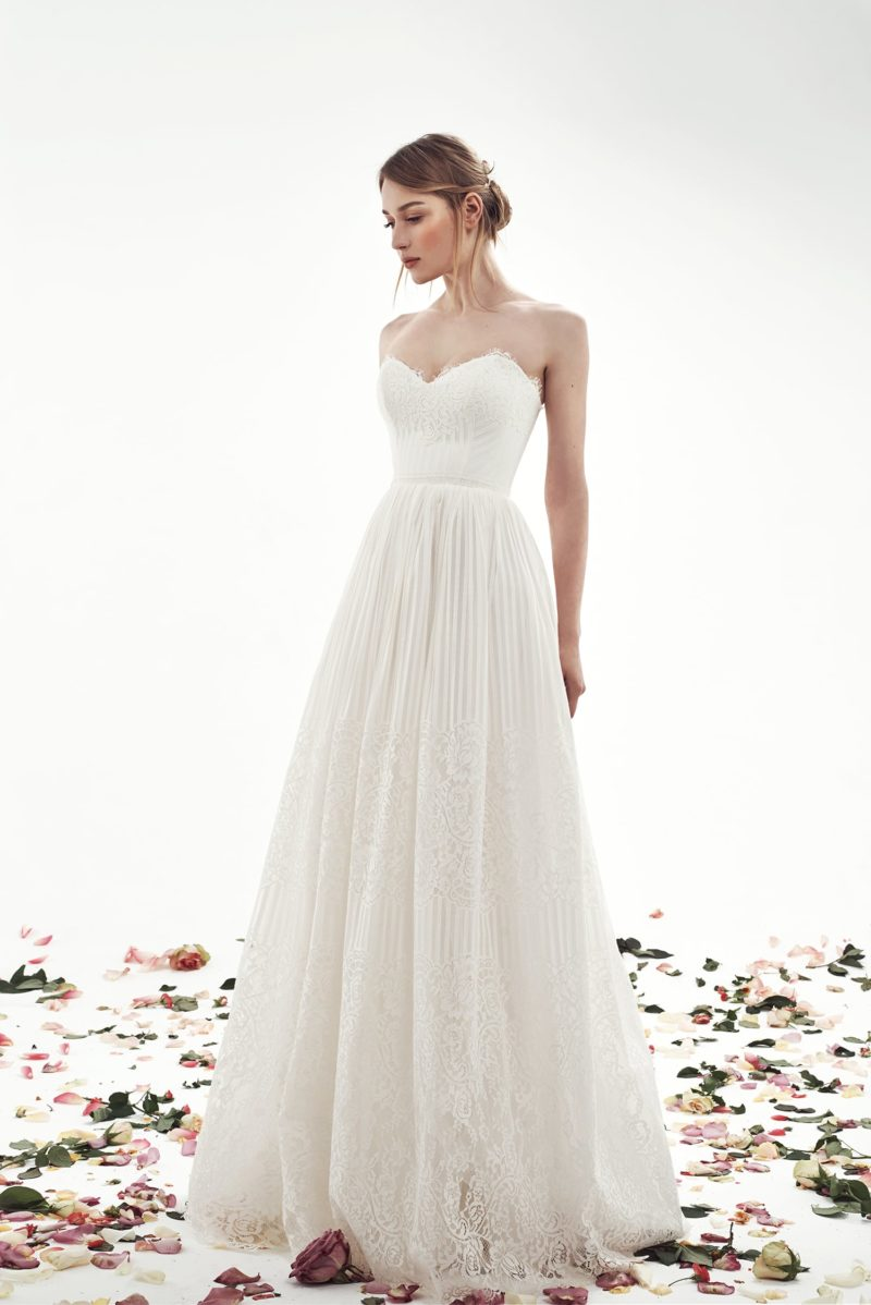 Кружевное свадебное платье «принцесса» с романтичным лифом.