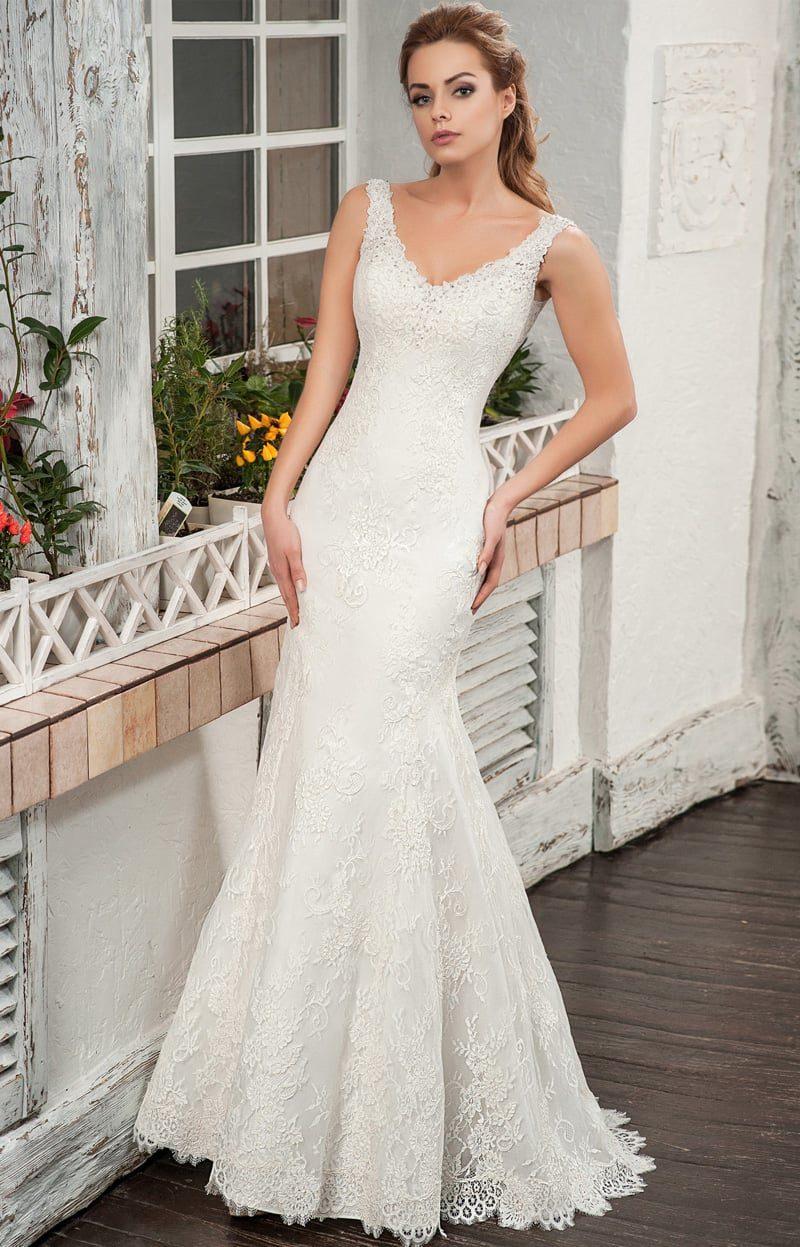 Кружевное свадебное платье «рыбка» с эффектным V-образным вырезом лифа.