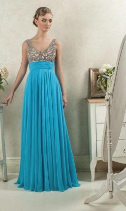 Голубое вечернее платье прямого кроя с розовым лифом, покрытым бисером.