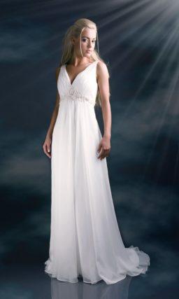Нежное свадебное платье в стиле «ампир» с вышивкой под лифом.