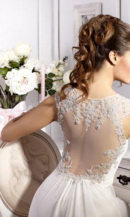 Ампирное свадебное платье с полупрозрачной спинкой и завышенной талией.