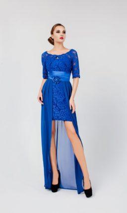 Эффектное вечернее платье с длинной верхней юбкой, атласным поясом и кружевным рукавом.