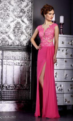 Розовое вечернее платье с кружевным лифом и открытой спинкой.