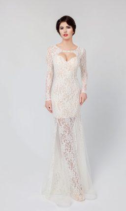 Прямое вечернее платье с полупрозрачной ниже уровня середины бедра юбкой и длинным рукавом.