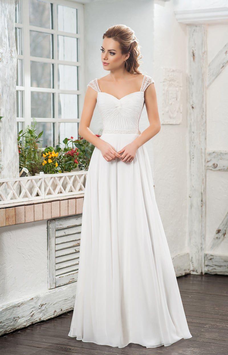 Изящное свадебное платье «принцесса» с элегантными бретелями на плечах.