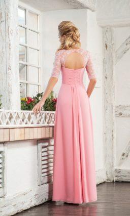 Розовое вечернее платье с коротким рукавом из тонкого кружева.