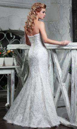 Стильное свадебное платье силуэта «рыбка» с объемным узором.