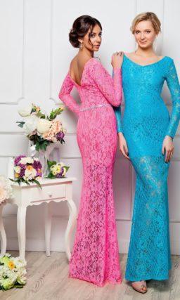 Стильное вечернее платье с V-образным декольте на спинке, длинным рукавом и сияющим поясом.