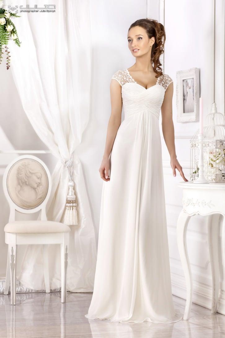 Ампирное свадебное платье с широкими ажурными бретелями и драпировками на лифе.