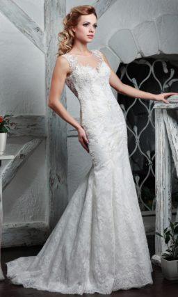 Свадебное платье «рыбка» с прозрачной вставкой на спинке и коротким шлейфом.