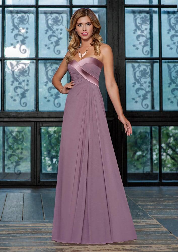Элегантное вечернее платье прямого кроя с атласной отделкой открытого верха.