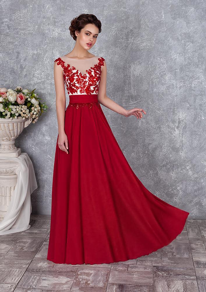 Прямое вечернее платье с алой юбкой и корсетом с аппликациями в тон.