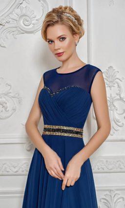 Закрытое вечернее платье с юбкой А-силуэта и бисерной вышивкой по краю лифа.