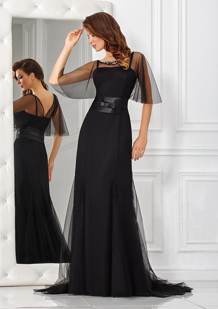 Прямое вечернее платье черного цвета с легкой полупрозрачной пелериной.