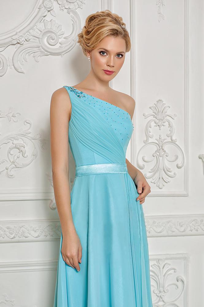 Прямое вечернее платье с асимметричным верхом и драпировками по корсету.