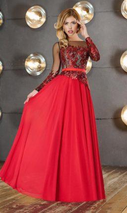 Закрытое вечернее платье с открытой спинкой и сверкающей отделкой верха.