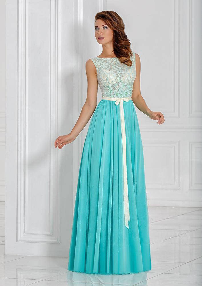 Вечернее платье с кружевным верхом, узким поясом и юбкой прямого кроя.