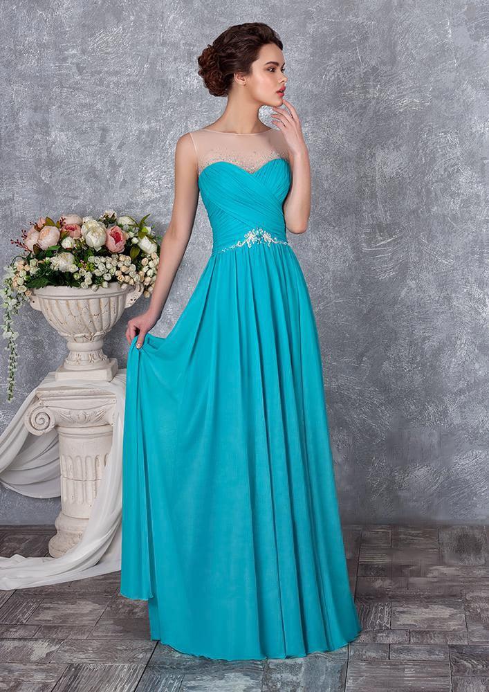 Утонченное вечернее платье с полупрозрачным верхом и юбкой прямого кроя.