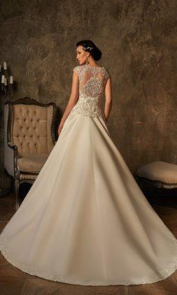 Атласное свадебное платье «трапеция», украшенное серебристой вышивкой по всему лифу.