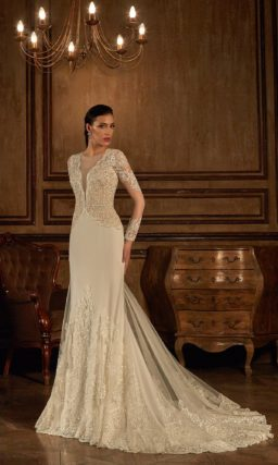 Утонченное свадебное платье «русалка» с головокружительным V-образным вырезом и длинными рукавами.