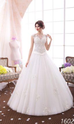 Свадебное платье «принцесса» с оригинальным атласным поясом и кружевным лифом.