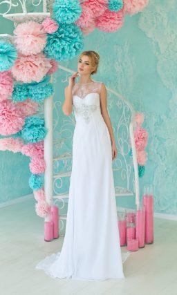Чувственное свадебное платье с облегающим кроем и глубоким декольте на спинке.